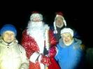Дед Мороз и  жители поселка.